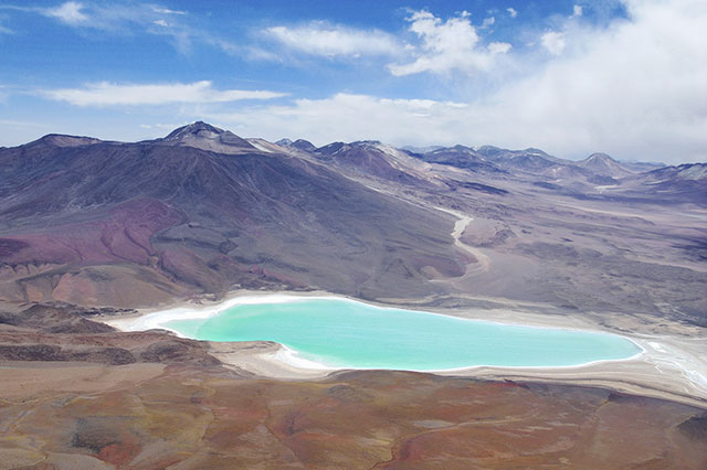 white-and-green-san-pedro-de-atacama-tour-bolivia-laguna-colorada-02